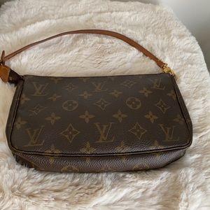 ⭐️FIRM⭐️Louis Vuitton Pochette accessories
